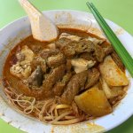 The delicious chicken curry mee