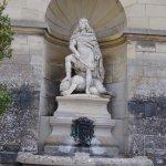 Statue de Louis XIV près du restaurant