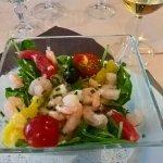 entrée salade: épinards, crevettes agrumes
