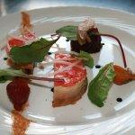 Médaillon de foie gras et pain d'épices, pastèque et betterave
