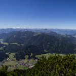 Panoramablick vom kleinen Gipfelkreuz Richtung Süd