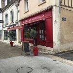 Vu de la rue, petite boutique mais excellente cuisine