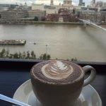 St.Paulを眺めながらお茶ができます。
