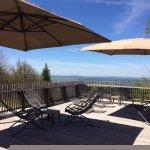 Terrasse et vue sur la plaine de Pontarlier