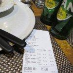 ラザニア2皿、ピザ1枚、ビール2本で3000円程・・・安い!!