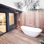 Family room, Outdoor bath & shower, Makakatana Bay Lodge