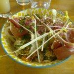 salade jambon cru et légumes croquants