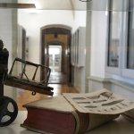 Blick durch die Vitrine im Bergbau- und Stadtmuseum Weilburg