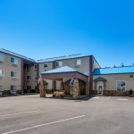 Yellowstone West Gate Hotel Photo