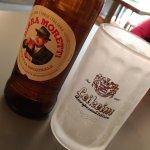 la birra e il bicchiere ghiacciato