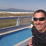 Boa piscina da pra se banhar se frente para o mar e tomar um belo sol