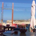 Espaço fantástico à beira da praia! Grande diversidade de pratos rápidos tal como a praia pede!