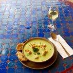 Broccolicremesuppe mit Croutens und Knoblauchbrot
