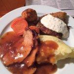 Halusin maistaa vähän kaikkea. Porsaanliha oli mureaa ja kasvispihvit ja kala ihan ok!