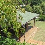 Sicht von Terrasse auf Gartensitzplatz