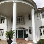 Main entrance to Oak Crest Mansion Inn