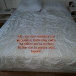 Hotel cutre, detalle de nordico no les llega para uno del tamaño acorde a la cama.