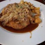bistecca con cipolle e formaggio fuso