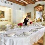 Salle à manger de l'Hôtel Clair de la Plume à Grignan Provcen pour familles et petits groupes.