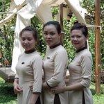 restaurant staff   hanh lan and foe