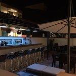 Zona de bar y terraza