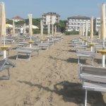 Hotel vom Strand aus (das schmale)