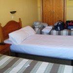 la cama del fondo utilizada para dejar trastos, ya que ademas no permitia el espacio abrir el ar