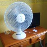 por el tamaño del ventilador, que no era muy grande, podreis apreciar el tamaño de la tele, jaja