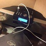 El supuesto radio despertador no carga con el conector USB y además el CD hace ruidos por la noc