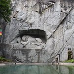 Lion Monument and lake