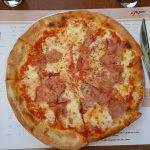 Pizza, tagliatelles aux crevettes, escalopes de veau au citron