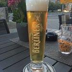 Het hotel heeft een aangenaam terras voor de deur, waar een heerlijk biertje gedronken kan worde
