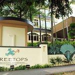 Treetops Executive Residences (Entrance)