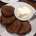 Potato pancakes with sour cream - a tradition that dates back many generations