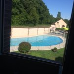 piscine et spa au fond