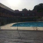 piscine , transats avec serviettes dispo