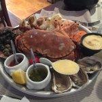 Zeevruchtenschotel met krab