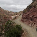 el camino hacia el pueblo de Maras, abajo.