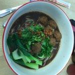 Noodles with pork meatballs