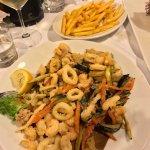 Fritto di calamari e gamberi con patatine! 👍🏻