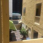 Photo de Sandy Beach Hotel