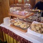 Tavolata del buffet colazione: lato salato