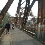 Photo de Long Bien Bridge