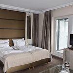 modern und neu gestaltetes Zimmer