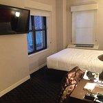 Signature Guestroom - Hotel Edison