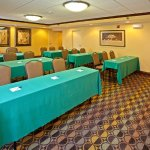 Foto de Holiday Inn Express Northwest-Park 100