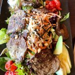 Warm eye fillet beef salad