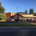 The Wave Aquatic & Fitnes Center (3 min. away)