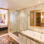 Junior Suite Balcony Bathroom