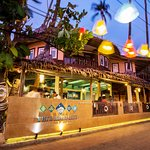 PODA, open-air restaurant located on the ground floor offering a panoramic view of the Ao Nang B